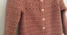 Cardiganen til lille M blev færdig for en lille måned siden - jeg har valgt at kalde den for Triangeltrøje, fordi mit hulmønster ligner små ... Crochet, Sweaters, Inspiration, Fashion, Biblical Inspiration, Moda, La Mode, Sweater, Haken