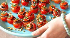 Tomates farcies à la tapenadeVoir la recette des Tomates cerise farcies à la… Bruschetta, Parmesan, Finger Foods, Party, Food And Drink, Appetizers, Keto, Stuffed Peppers, Vegetables