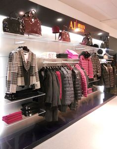 super Ideas for clothes shop interior design ideas visual merchandising Clothing Store Interior, Clothing Store Displays, Clothing Store Design, Boutique Design, Boutique Decor, Showroom Design, Shop Interior Design, Interior Ideas, Visual Merchandising Fashion