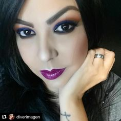 Digging this color combination on @diverimagen!  She wears Madly Matte Lip Gloss in Festival Fuchsia (1634). #kleancolor #repost #madlymatte #matte #lipgloss #madlymattelipgloss #lips #lippielove #festivalfuchsia #makeup #mua #cosmetics #beauty