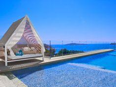 ME Ibiza in Santa Eulalia | Splendia