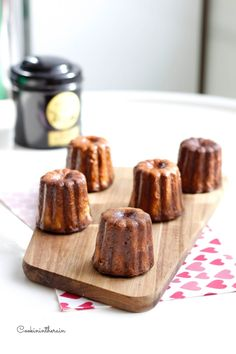 The recipe for the famous Bordeaux cannelés by Felder – Face Mask Apple Tea Cake, Cinnamon Tea Cake, Lemon Tea Cake, Homemade Tea, Homemade Cakes, Desserts With Biscuits, Dessert Biscuits, Chocolate Tea Cake, Tea Cake Cookies