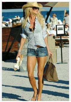 Very Sexy Beach Outfit! Very Sexy Beach Outfit! Mode Outfits, Short Outfits, Summer Outfits, Fashion Outfits, Womens Fashion, Beach Holiday Outfits, Fashion Ideas, Shorts Outfits Women, Fashionable Outfits