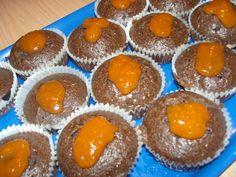 Kóstoltad már a sacher muffint? A sárgabarack lekvár kicsit savanykás íze és a csoki édes se Biscuits, Muffins, Cupcakes, Breakfast, Food, Candy, Food And Drinks, Crack Crackers, Morning Coffee