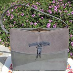 This is one of the nicest handbags I have come across in a while. It appears to be in unused condition. I cant find a mark on it. ( *please note* any lines in photos are from reflection). It is a Life Stride purse in the popular Kelly style ( after Gra...