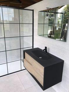 Découvrez ce meuble vasque de la gamme my lodge, qui allie parfaitement le noir laqué soft et le décor chêne. Le plan vasque en verre noir givré apporte une touche d'élégance à votre salle de bain. - my lodge de Sanijura