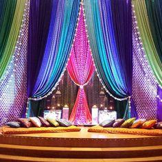 Wedding Hall Decorations, Desi Wedding Decor, Backdrop Decorations, Moroccan Theme, Moroccan Wedding, Mehndi Stage, Pakistani Mehndi Decor, Mehendi Night, Henna Night