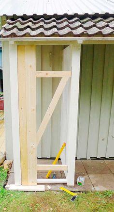 Slik bygger du en enkel redskapsbod selv - viivilla.no Diy Storage Shed Plans, Garden Storage Shed, Tool Storage, Backyard, Garden, Furniture, Yard, Backyards