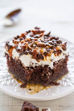 Turtle Chocolate Poke Cake - The flavor of the famous candy in a decadent chocolate cake with tons of CARAMEL and pecans! Easy, super soft and moist, and a crowd FAVORITE! One of the BEST CAKES ever! Poke Cakes, Cupcake Cakes, Dump Cakes, Poke Cake Recipes, Turtle Poke Cake Recipe, Poke Recipe, Dessert Recipes, Recipe Mix, Baking Recipes