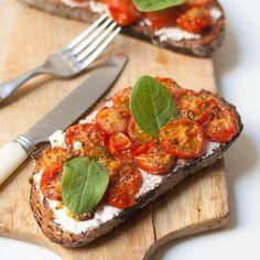Tartines de tomates rôties
