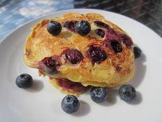 Gunns momsemat: Yoghurtpannekaker med blåbær og sitron Holi, Pancakes, French Toast, Sweets, Eat, Breakfast, Morning Coffee, Gummi Candy, Candy