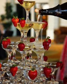 """""""Mi piace"""": 1, commenti: 1 - Luxury Wine Brut Mr Udy Italia (@luxury_wine_mrudy_italia) su Instagram: """"Lo style e lo champagne #prestige #usa #miami #champagne #weddingdrink #event #gala #fragola…"""""""