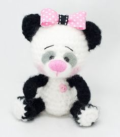 Pandosa and her pink bow Site is in Spanish Crochet Teddy, Crochet Bear, Crochet Gifts, Cute Crochet, Crochet Animals, Crochet Dolls, Amigurumi Patterns, Amigurumi Doll, Knitting Patterns