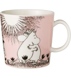 Children and adults alike fall in love with the sympathetic characters of Moomin Valley as created by the author Tove Jansson. The Arabia artist Tove Slotte has designed the delightful Moomin objects in keeping with the original drawings. Moomin Shop, Moomin Mugs, Tove Jansson, Porcelain Mugs, Ceramic Mugs, Ceramic Tableware, Ceramic Pottery, Les Moomins, Pink Love