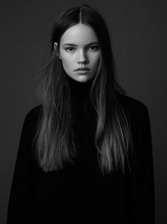 Fashion model hair faces new ideas Pose Portrait, Female Portrait, Portrait Photography, Black And White Portraits, Portrait Inspiration, Pretty Face, Pretty People, Straight Hairstyles, Curly Hairstyles
