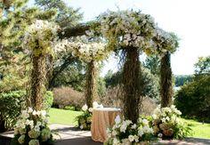 Photo: Jennifer Lindberg Weddings// http://blog.theknot.com/2013/09/11/11-custom-huppahs/
