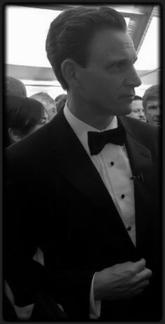 sabiacoruja:    Tony Goldwyn - there are no words.    Love this black and white capture