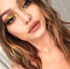 60+ Most Beautiful Gold Glitter Eye Makeup ������ Inspirational Design for Prom ������ - Diaror Diary #EyelinerForBeginners Gold Eyeliner, Eye Makeup Glitter, Disco Makeup, No Eyeliner Makeup, Hair Makeup, Gold Glitter Eyeshadow, Bee Makeup, Eyeliner Pencil, Makeup Art