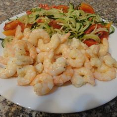 Gamberi in padella con spaghetti di cetriolo light - http://www.food4geek.it/le-ricette/secondi-piatti/pesce/gamberi-in-padella-con-spaghetti-di-cetriolo-light/