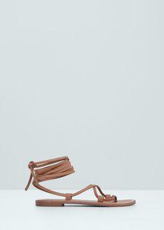 30€ Sandalia tiras piel - Zapatos de Mujer | MANGO España