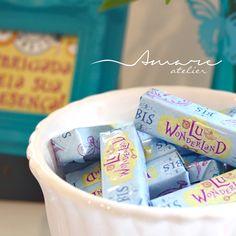 Adesivos para Bis * Design feito com amor! #amareatelier | Lu Wonderland | #party #birthday #design #scrap #krafts #diy #alice #wonderland | facebook.com/amareatelier