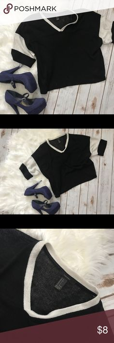 🎉💰FOREVER 21 Crop Shirt Black and white crop shirt with v-neck by Forever 21. Super lightweight. No liner. Forever 21 Tops Crop Tops