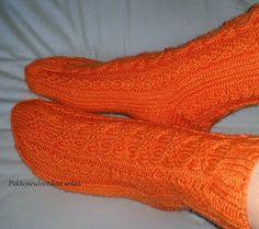 Pakkoneuloosia lankojen, kissojen, pikku prinssin keskellä: Kin-sukat Socks, Fashion, Moda, Fashion Styles, Sock, Stockings, Fashion Illustrations, Ankle Socks, Hosiery