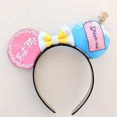 Alice in Wonderland Eat Me Drink Me Mickey Minnie Mouse Ears Disney Ears Headband, Diy Disney Ears, Disney Minnie Mouse Ears, Disney Headbands, Disney Diy, Ear Headbands, Mickey Mouse Ears Headband, Disney Crafts, Micky Ears
