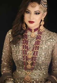 Lovely combo of jewellery and suit color Pakistani Bridal Jewelry, Indian Bridal Makeup, Pakistani Wedding Dresses, Wedding Lehnga, Bridal Jewellery, Fashion Jewellery, Indian Dresses, Bridal Hair, Wedding Jewelry