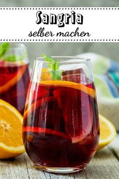 Sangria selber machen so gehts So geht der ultimative spanische Sommerdrink! The post Sangria selber machen so gehts appeared first on Summer Ideas. Sangria Recipes, Drinks Alcohol Recipes, Non Alcoholic Drinks, Cocktail Recipes, Smoothie Recipes, Smoothies, Refreshing Summer Drinks, Summer Cocktails, Sangria Cocktail