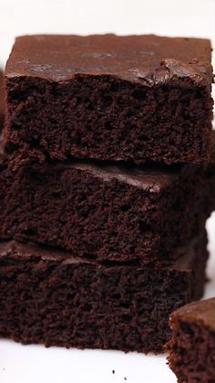 This recipe for easy vegan brownies is perfect when you're craving chocolate brownies. They are thick and cake-like with loads of chocolate flavor. This recipe for easy vegan brownies is perfect when you're craving chocolate brownies. They are thick Vegan Dessert Recipes, Easy Cake Recipes, Brownie Recipes, Chocolate Recipes, Chocolate Cookies, Chocolate Buttercream, Chocolate Chips, Fudge Cookies, Cocoa Recipes