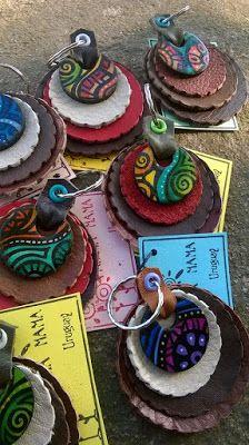 Accesorios PANCHA-MAMA: Llaveros coloridos...pintados a mano,con aplique e...
