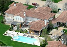 Kardashains' real estate: Aerial photos reveal Kim, Kourtney, Khloe, Kylie and Kris' LA mansions Dream Home Design, Modern House Design, Kardashian Home, Kardashian Jenner, Sunken Trampoline, Calabasas Homes, Rectangular Pool, House On A Hill, Maine House
