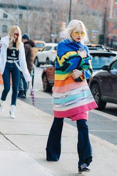 Street style à la Fashion Week automne-hiver 2017-2018 de New York manteau de couleur