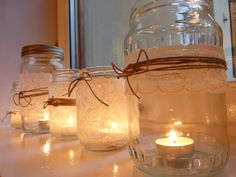 bordpynt bryllup - Google-søgning Mason Jar Lamp, Candle Jars, Candle Holders, Candles, Jar Image, Photo Wall Decor, Decorated Jars, Candle Centerpieces, Wall Prints