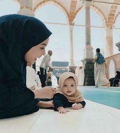 Cute girl with hijab ❤ Cute Muslim Couples, Muslim Girls, Cute Couples, Baby Hijab, Girl Hijab, Cute Little Baby, Cute Baby Girl, Muslim Couple Photography, Cute Funny Babies