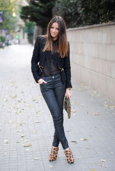 Skinny jeans, leopard print booties, tucked in blouse, blazer, leopard print clutch Look Fashion, Fashion Outfits, Street Fashion, Leopard Print Boots, Cheetah Print, Blazers, Booties Outfit, Autumn Winter Fashion, Autumn Style