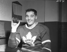 Frank Mahovlich holds up the three pucks from his hat trick scored on Dec. 1957 at Maple Leaf Gardens. The Toronto Maple Leafs beat the Montreal Canadiens on a rare Christmas night game. (HHOF/Images on Ice) Hockey Games, Hockey Players, Boston Bruins Hockey, Vintage Jerseys, Good Old Times, Vancouver Canucks, Toronto Maple Leafs, Montreal Canadiens, Ol Days