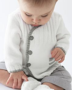 Gilet layette blanc Phildar Love this little jacket, wish it was in English! Pattern is shown in French!