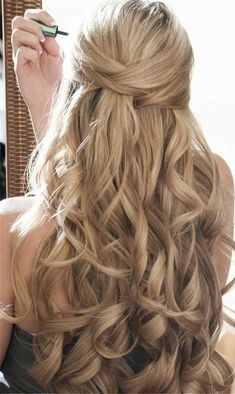 Wedding hairstyles medium length curls half up ideas Wedding Hairstyles Half Up Half Down, Wedding Hairstyles For Long Hair, Vintage Hairstyles, Grad Hairstyles, Trendy Hairstyles, Hairstyle Ideas, Flower Hairstyles, Gorgeous Hairstyles, Half Updo