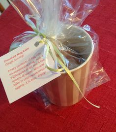 Susan's Hippie Crochet: Super Easy Gift ! Mug Cake Mix with labels and Crocheted Holly Leaf