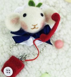 Holiday special price, IS cute animal brooch, Poking fun wool felt kit. Needle included.