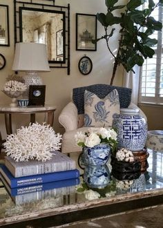 20 Pretty Blue and White Tabletop Designs You Need. / 20 Pretty Blue and White Tabletop Designs You Need. Absolutely stunning blue and white tableop designs you can easily implement. Get inspired with easy to copy blue and white table top design. Table Top Design, Coffee Table Design, Chair Design, Table Designs, Book Design, Asian Home Decor, Cheap Home Decor, Asian Inspired Decor, Coffee Table Styling