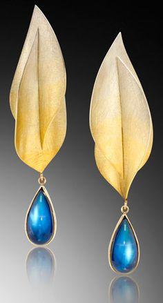 18K gold and blue topaz earrings