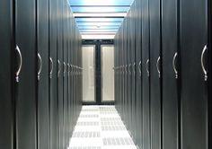Om alle websites in de lucht te houden en alle berichten versturen enz. wordt het gehost in een datacenter. Om het allemaal op te slaan gebruiken ze cybercentrums die alle nodige informatie opvangen. Deze cybercentrums zijn vaak erg goed beveiligd.