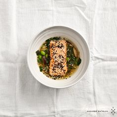 ginger noodles with kale, shiitakes & sesame salmon // love and lemons Great Recipes, Favorite Recipes, Cooking Photos, Soups And Stews, Food Photo, Food And Drink, Healthy Eating, Salmon, Edamame Noodles