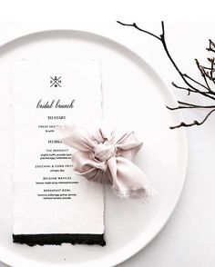 Such a cute, cost effective way to present your wedding favours, and LOVING the bare branch look at the moment!  Even better, you can DIY both in advance & they need minimal styling effort on the day! Love it. 😉✌️ idea shared via @bridesblog