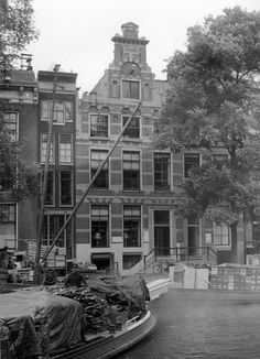 Amsterdam (Nederland) De Tweede Wereldoorlog. Gevel aan de Singel 142,  genaamd