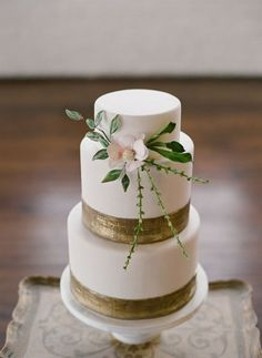 18 Metallic Wedding Cakes: Three-tier cake with sweet gold metallic stripes and dainty flower detail {Odalys Mendez Photography} Pretty Cakes, Beautiful Cakes, Amazing Cakes, Simply Beautiful, Beauty And More, Metallic Wedding Cakes, Metallic Cake, Metallic Gold, Bolo Cake