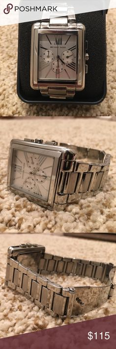 🌟MICHAEL KORS silver watch🌟 MICHAEL KORS silver watch. Very good condition, minor scratches on band. Needs new battery. Extra links included Michael Kors Accessories Watches